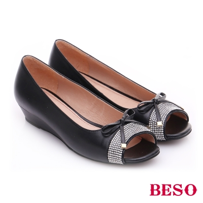 BESO-極簡風格-羊皮細帶蝴蝶水鑽低跟魚口鞋-黑