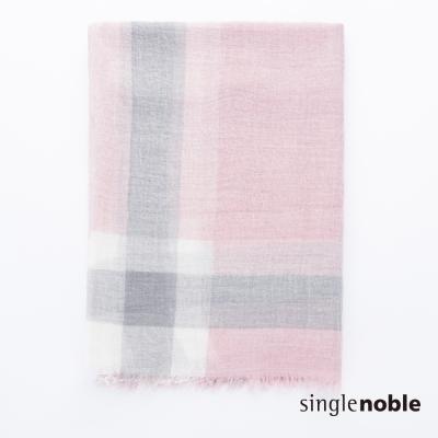 獨身貴族 書香品味經典寬格設計披巾(1色)