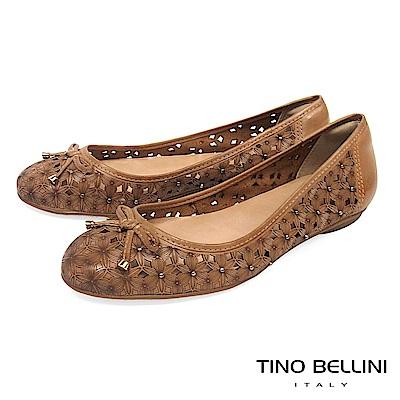 Tino Bellini 巴西進口雷射繁華鏤空鉚釘娃娃鞋_ 棕