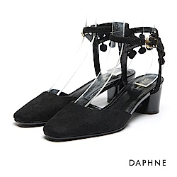 達芙妮DAPHNE 跟鞋-細帶繞踝毛球墜飾高跟鞋-黑