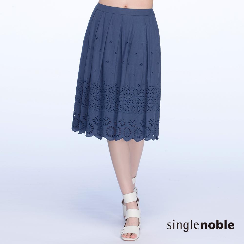 獨身貴族 甜美可人鏤空蕾絲雕花及膝裙(2色)