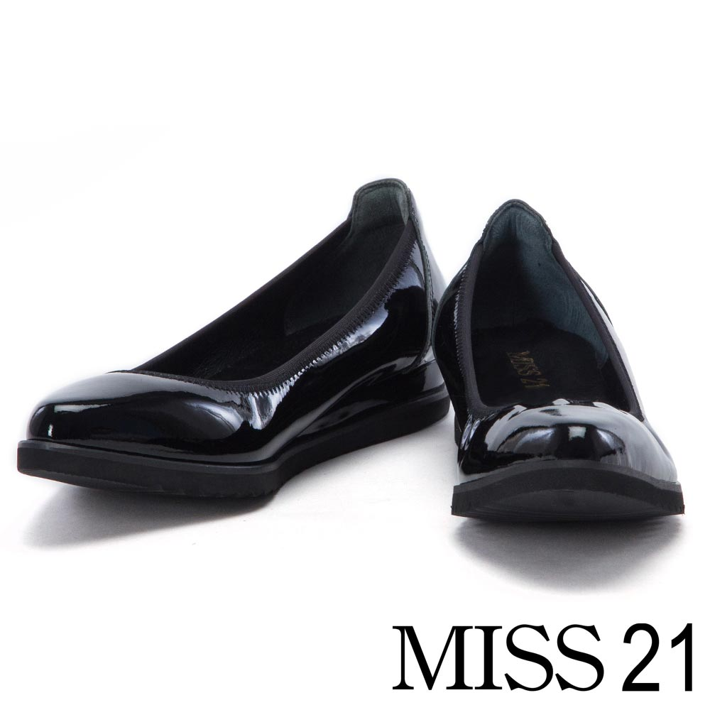 跟鞋 MISS 21 復古閃爍光澤漆皮鬆緊帶楔型娃娃鞋-黑