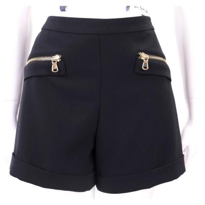 BOUTIQUE MOSCHINO 黑色金拉鍊設計反褶短褲