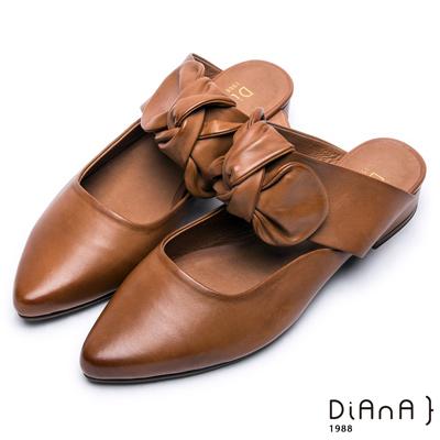 DIANA 時尚潮流—質感雙色牛皮蝴蝶結尖頭穆勒鞋 –棕
