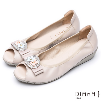 DIANA甜美混搭--立體小花鑽釦蝴蝶結真皮楔型魚口鞋 -卡其