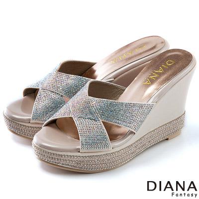 DIANA-浮華貴麗-交叉式水鑽楔型涼鞋-粉