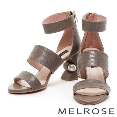 涼鞋 MELROSE 摩登字帶鱷魚壓紋牛皮造型粗跟涼鞋-灰