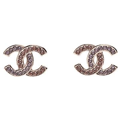 CHANEL 經典雙C LOGO雙色水鑽鑲嵌線型飾邊穿式耳環(粉色-銀)