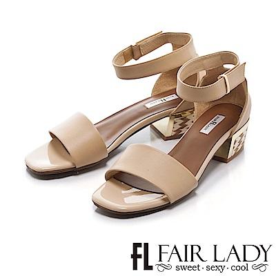Fair Lady 圖騰裝飾繞帶設計粗跟涼鞋 卡其