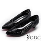 GDC-氣質素雅雷射雕花簍空低跟鞋-黑色