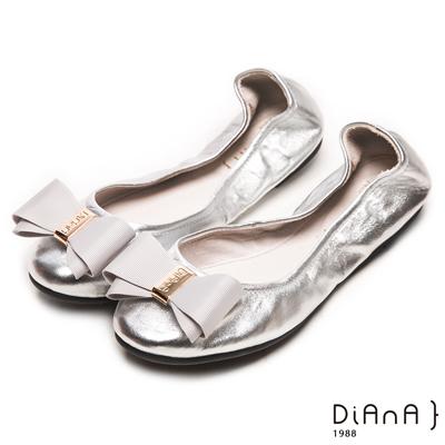 DIANA 心機折學--簡約x甜漾換釦真皮軟Q口袋鞋-銀