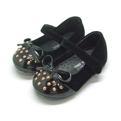 天使童鞋-M902 魅力鉚釘亮面娃娃鞋(小童)-經典黑