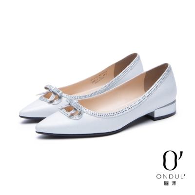達芙妮x高圓圓 圓漾系列 平底跟鞋-幻彩水鑽蝴蝶結尖頭低跟鞋-銀白
