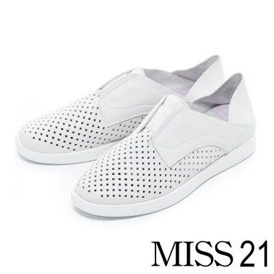 休閒鞋-MISS-21-都會休閒沖孔牛皮兩穿平底休閒鞋-白