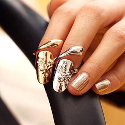 【Aimee Toff】花朵點綴時髦指尖戒指(2色一組)
