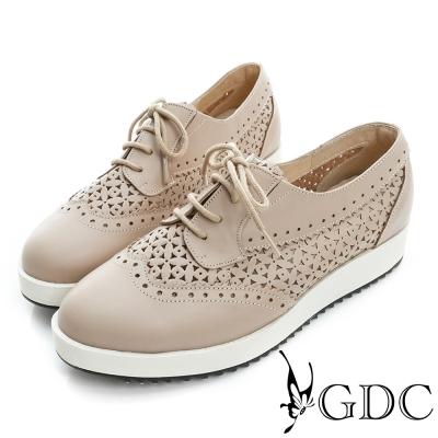 GDC-真皮繫帶雕花沖孔厚底休閒鞋-米杏色