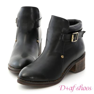 D+AF 流行嚴選.小鉚釘側釦尖頭低跟短靴*黑