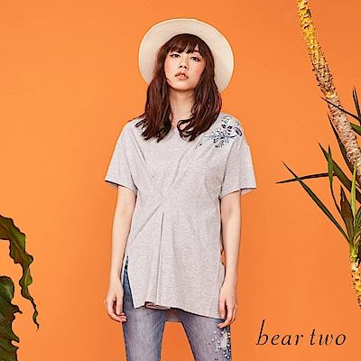 beartwo 解構感線條拼接刺繡圖案上衣(二色)