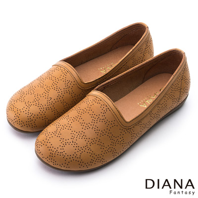 DIANA-復古學院-雷射鏤空點點真皮平底鞋-棕