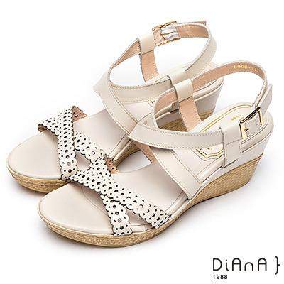 DIANA 夏日典雅—圓點雕花雙交叉繫帶楔型涼鞋 –米白