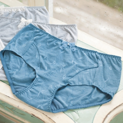 華歌爾-環保 i earth 天絲黑竹炭M-LL中低腰平口褲(松木藍)