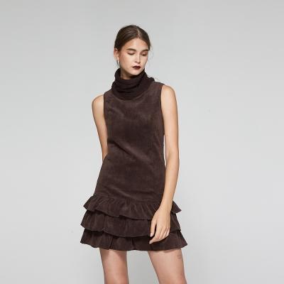 Hana+花木馬 高領針織拼接荷葉蛋糕絨質造型洋裝-咖