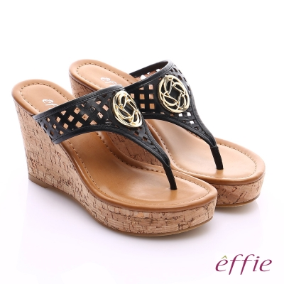 effie 摩登美型 真皮鏤空大釦飾Y字楔型拖鞋 黑色