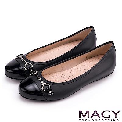 MAGY 甜美時尚 牛皮金屬雙釦飾平底娃娃鞋-黑色