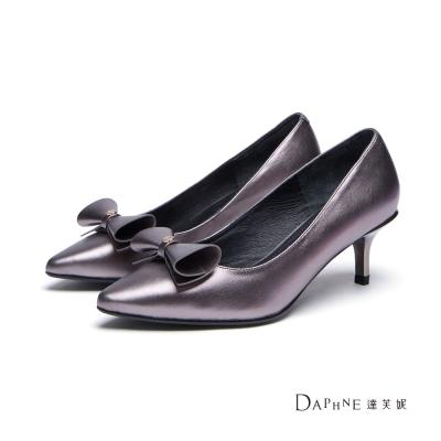 達芙妮DAPHNE-高跟鞋-素色蝴蝶結尖頭中跟鞋-錫8H