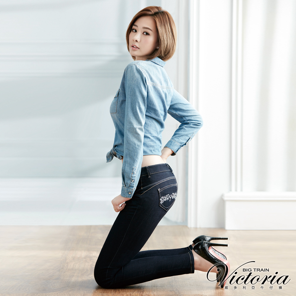 Victoria 低腰配線提臀燙鑽窄管褲-女-深藍