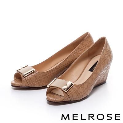 MELROSE-造型壓紋魚口楔型高跟鞋-杏