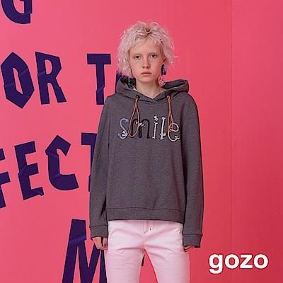 gozo 率性造型可調式綁繩SMILE連帽T恤(二色)
