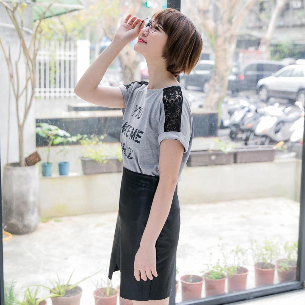 字母印圖鏤空蕾絲高含棉短袖上衣-OB嚴選 product image 1