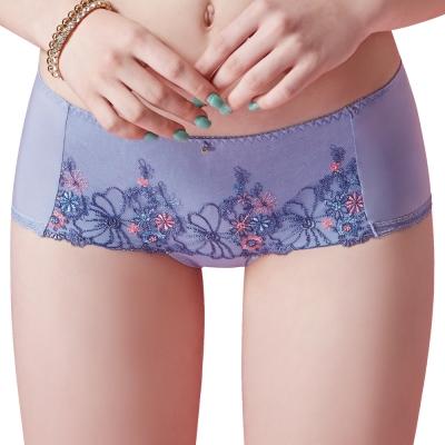 思薇爾 啵時尚花漾女神系列M-XL蕾絲刺繡低腰平口內褲(鋯石藍)