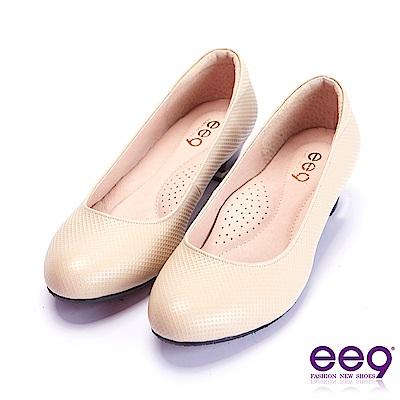 ee9 芯滿益足通勤私藏簡約百搭素面跟鞋 米色