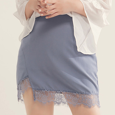 AIR SPACE PLUS 氣質蕾絲下擺包臀短裙(藍灰)