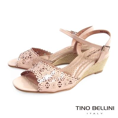 Tino Bellini 巴西精緻花漾雷射鏤空楔型涼鞋_粉膚