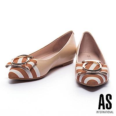 平底鞋 AS 夏日度假風金圓飾設計異材質拼接尖頭內增高平底鞋-米