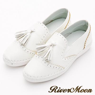River&Moon大尺碼-超Q軟縫線流蘇雕花超纖休閒小白鞋
