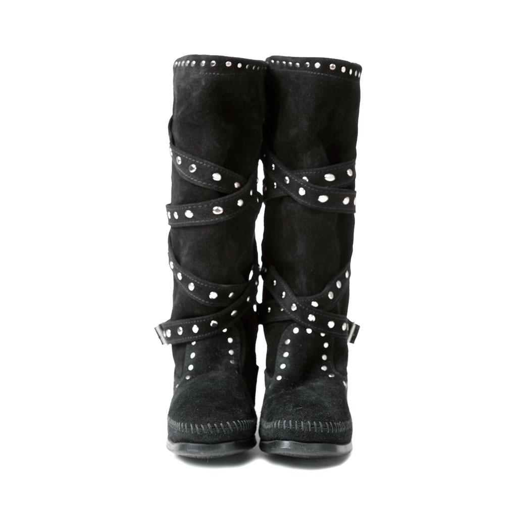 MINNETONKA-STUDDED STRAP鉚釘繞帶長靴-黑色