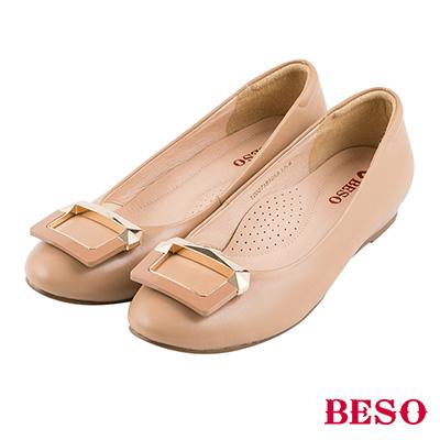 BESO 簡約知性 全真皮撞色金屬飾釦娃娃平底鞋~卡其