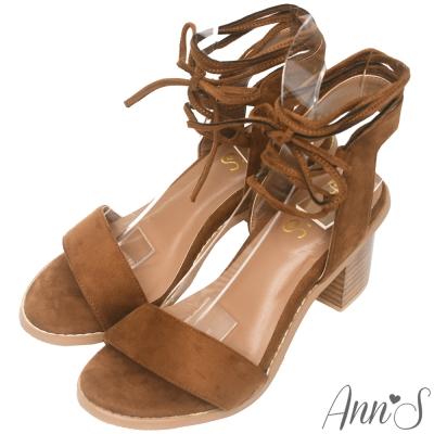 Ann'S層次穿搭-一字羅馬交叉繞帶素面絨粗跟涼鞋-棕