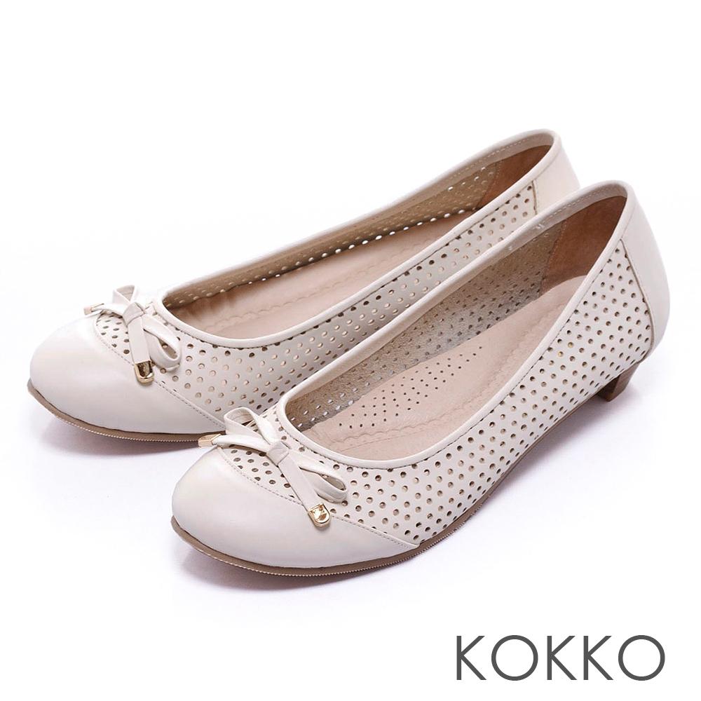 KOKKO舒壓透氣 - 優雅蝴蝶結打洞真皮平底鞋 -米