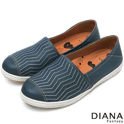DIANA 超厚切布朗尼少女款--壓紋仿舊真皮平底鞋-深藍