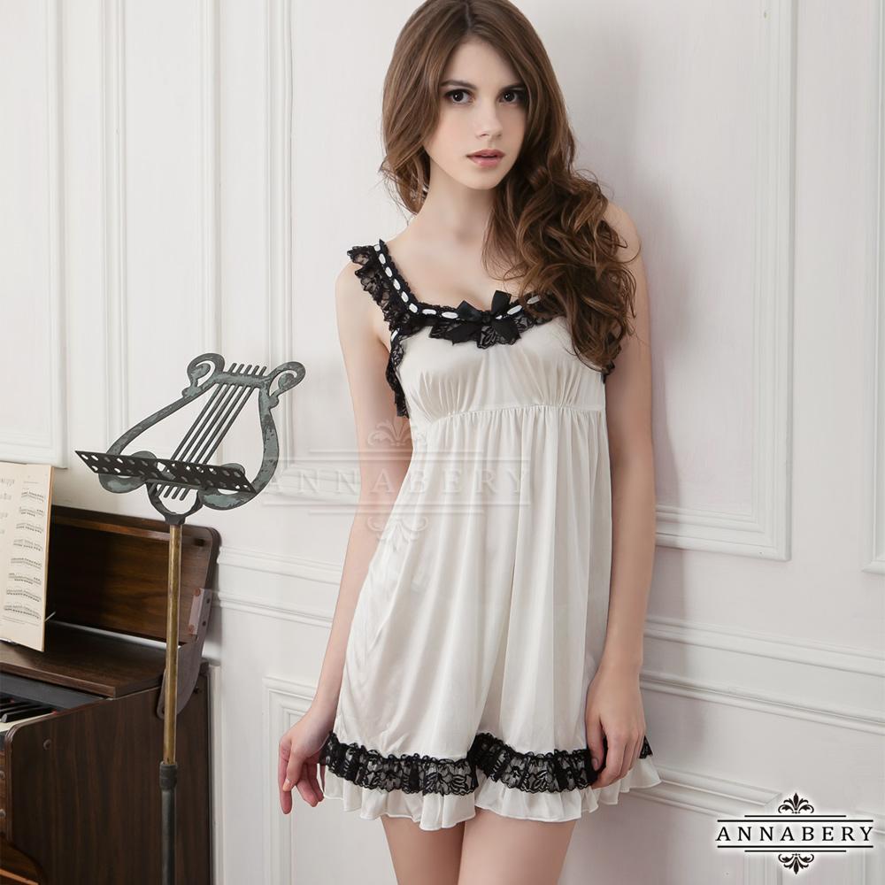 大尺碼 黑蕾絲肩帶奶白二件式柔緞睡衣L-2L Annabery