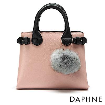 達芙妮DAPHNE-毛球吊飾撞色手提斜背小方包-淺粉