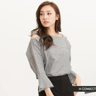 H-CONNECT-韓國品牌-女裝-露肩條紋荷葉袖