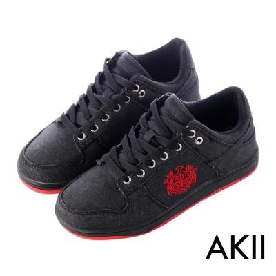 AKII韓國空運‧皇家徽章牛仔布內增高休閒鞋-黑