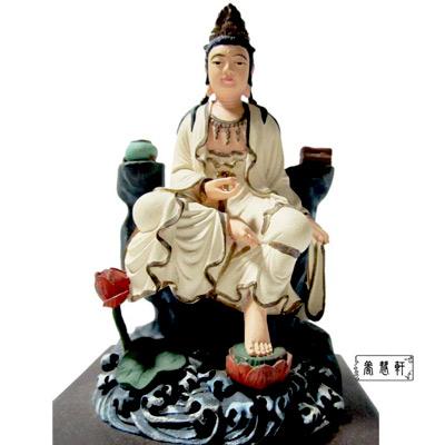 【養慧軒】金剛砂陶土精雕佛像-自在觀音菩薩(白衣‧含木製底座)