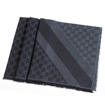 GUCCI 經典GG緹花線條羊毛混絲斜紋雙色流蘇披巾/圍巾(黑X灰)